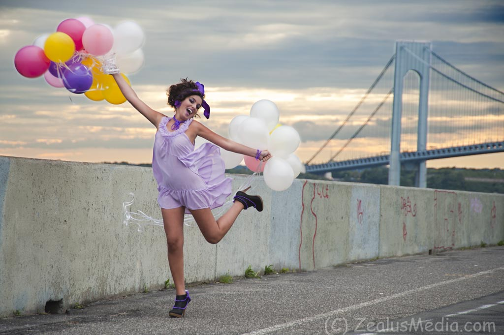 Natalie, balloons and Verrazano Bridge, 2010/10/03
